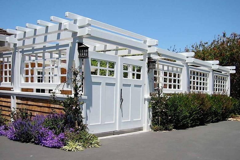 Santa Cruz Design + Build: beach view entry trellis