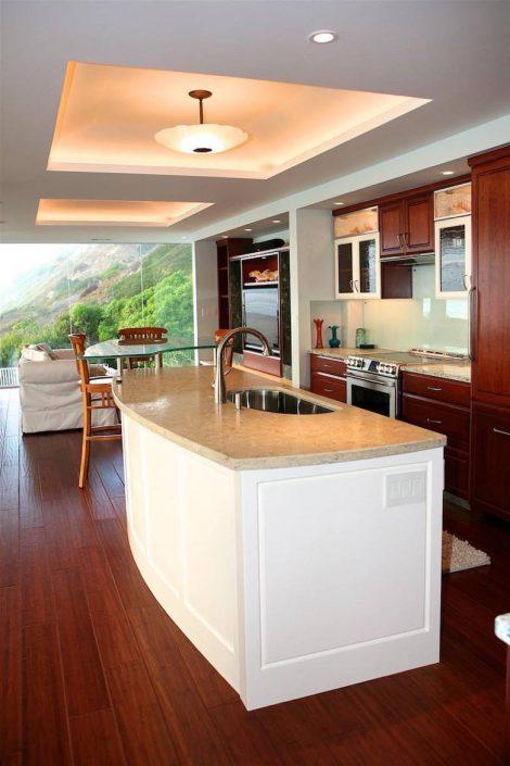 Santa Cruz Design + Build: curved island