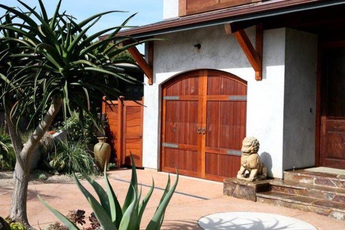 Santa Cruz Design + Build: garage door