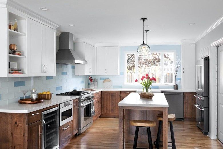 Urbana Design Studio - Beach Cottage Kitchen