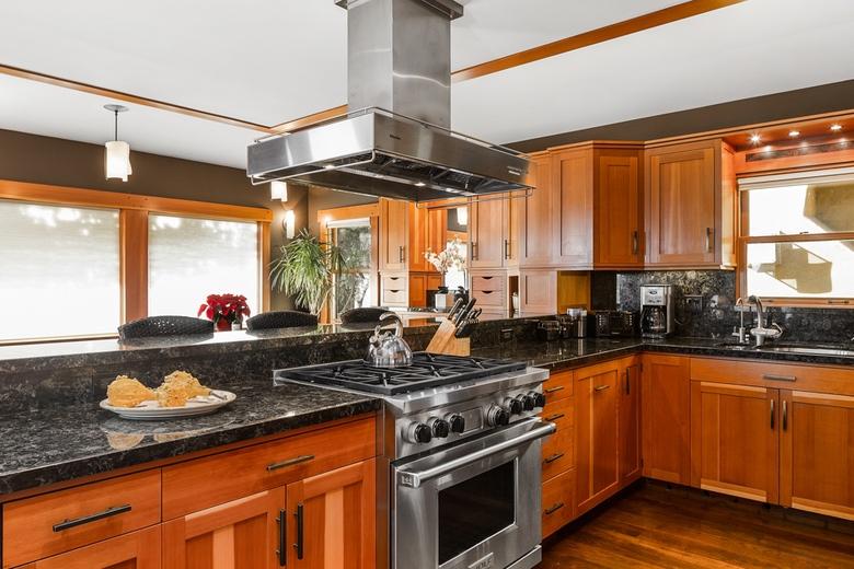 Urbana Design Studio ECliff Kitchen